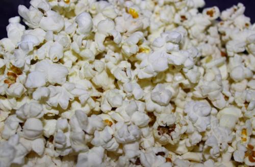 פופקורן חם עם סרטים חינם