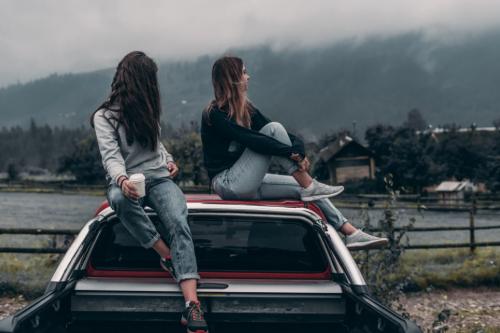 נערות רואות סרטים מומלצים לנוער